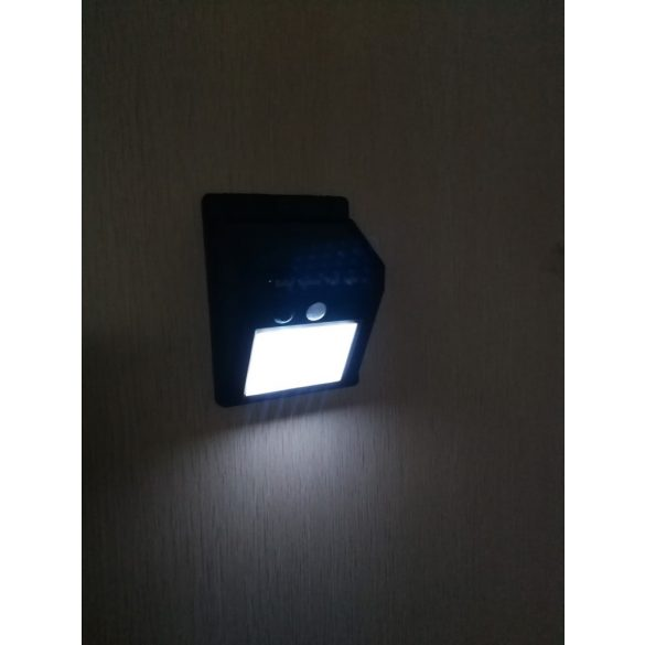 Mozgásérzékelős napelemes lámpa 2
